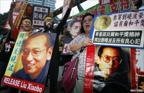 People demand the release of Liu Xiaobo outside the Chinese foreign ministry building in Hong Kong (8 October 2010)