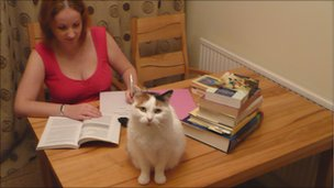 Distance learner Nikki Brice and her cat