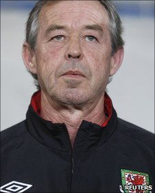 Wales boss Brian Flynn looks on in the defeat to Bulgaria
