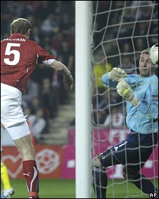Roman Hubnik headed Czech Republic's winner against Scotland