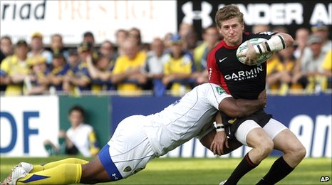 Napolioni Nalaga tackles David Strettle
