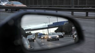 Traffic in wing mirror