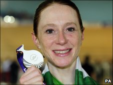 Wendy Houvenaghel shows of her Commonwealth Games silver medal