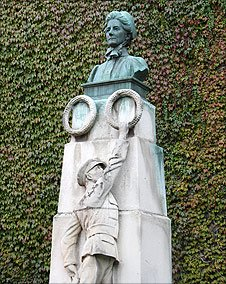 Monument to Edith Cavell outside Norwich Cathedral Close