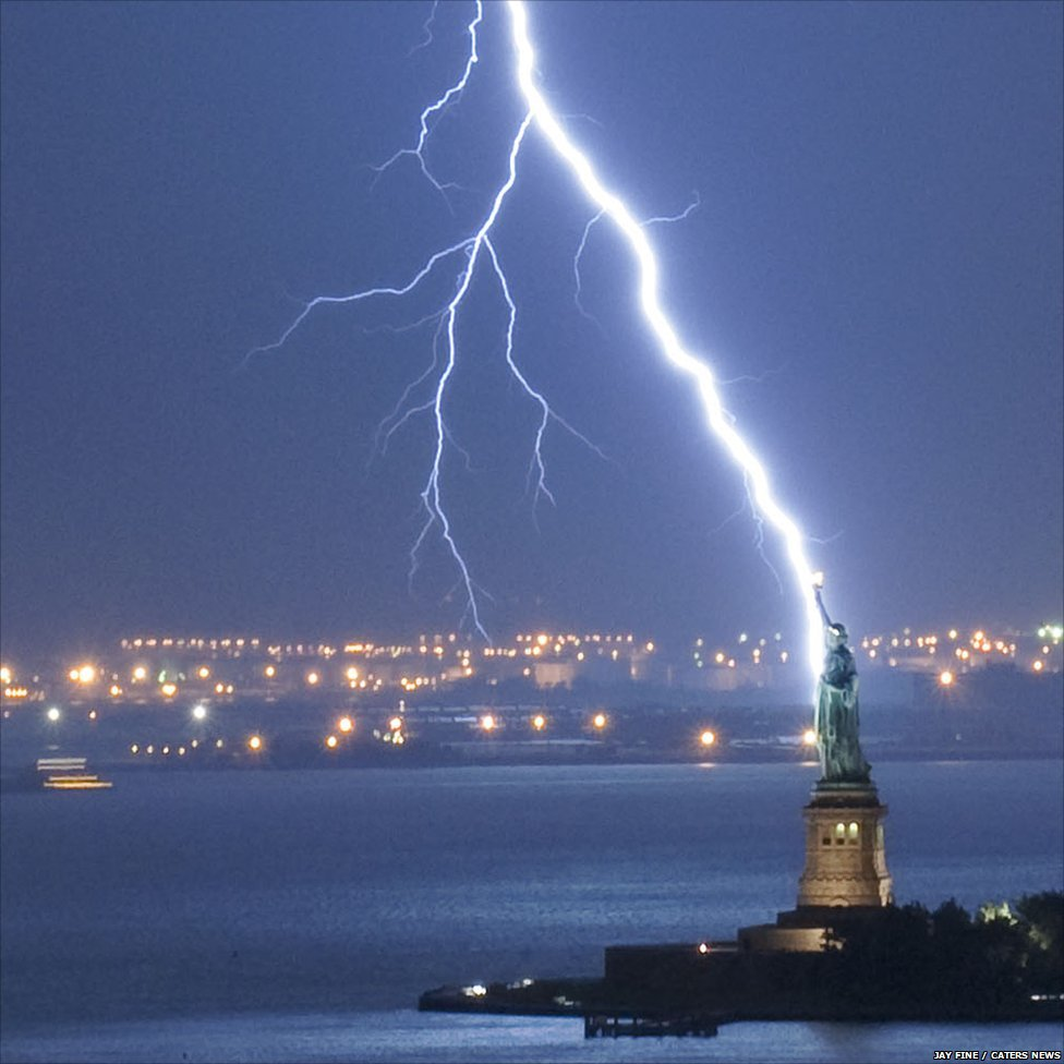 Lightning strikes the Stature of LIberty