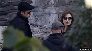 Brad Pitt (l) and Angelina Jolie with an unidentified crew member on the Budapest set of Jolie's directorial debut