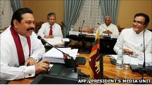 Sri Lanka President Rajapaksa (l) with Prime Minister DM Jayaratne