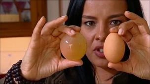 How to get shell off a raw egg - and make it bounce - on Bang Goes the Theory