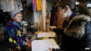 A student carries out the Russian census