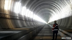 BBC News – Swiss near breakthrough on world's longest tunnel