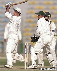 Graham Thorpe bating in Lahore, 2000