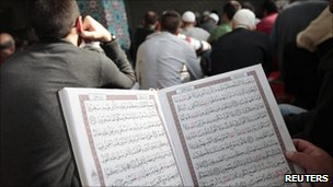 Muslims read Koran in Hamburg, file pic