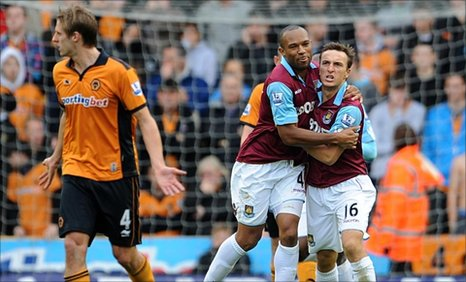 West Ham's Mark Noble (right) celebrates with teammate Danny Gabbidon (centre) after scoring from the penalty spot