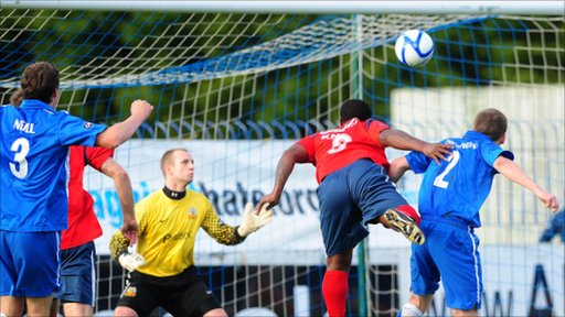 Leon Knight heads the winner against Glenavon as his new side Coleraine win 2-1 at Mourneview