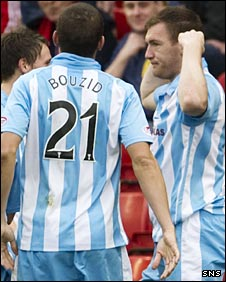 Kevin Kyle (right) celebrates his goal