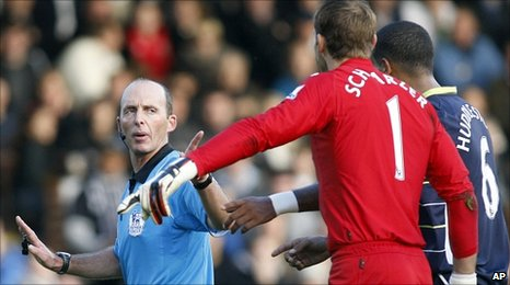 Mike Dean waves away the protestations of Fulham goalkeeper Mark Schwarzer
