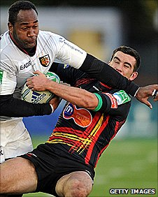 Toulouse wing Vilimoni Delasau tries to break through Tom Riley's challenge
