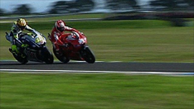 Valentino Rossi overtakes Nicky Hayden