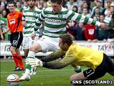 United goalie Dusan Pernis leaps for the ball and Gary Hooper goes sprawling