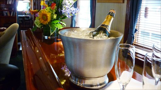 A champage bucket