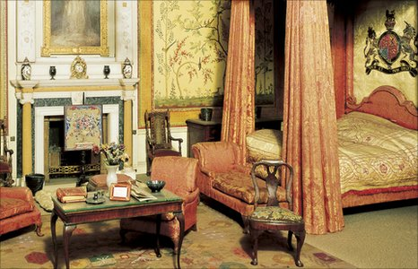 The King's Bedroom in the Dolls' House in Windsor Castel