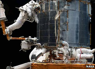 Astronauts service Hubble (Nasa)