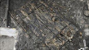 Neolithic door found in Zurich (photo from Zurich city council)