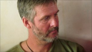 Frans Barnard speaks to reporters in Adado, Somalia (20 Oct 2010)