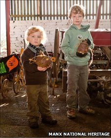 Children with their turnip lanterns at Cregneash in 2009