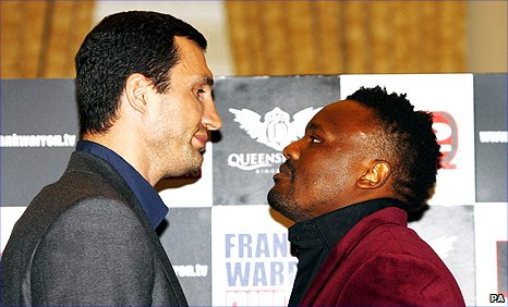 Wladimir Klitschko (left) and Dereck Chisora
