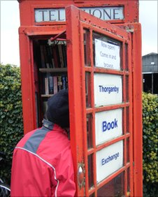 North Yorkshire phone kiosk becomes a library (UK)