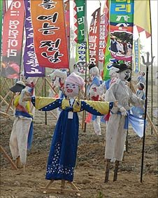 Scarecrows at the Yeongam circuit