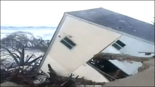 House on Washaway Beach falls into the sea