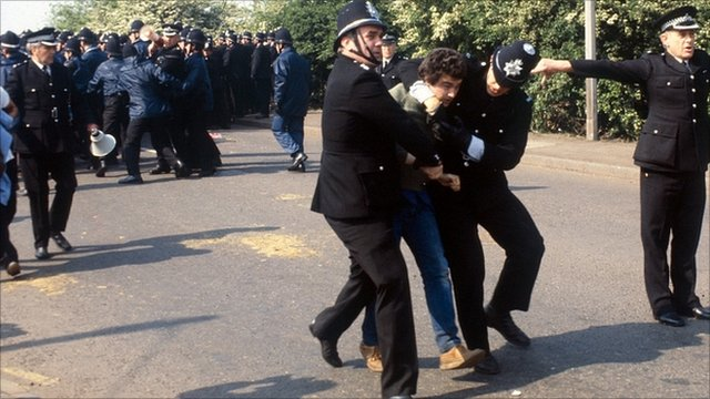 Police and striking miners at Orgreave in 1984