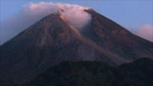 BBC News – Indonesia volcano Merapi erupts, thousands evacuated