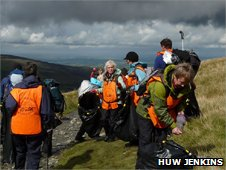 Volunteers collecting litter on Snowdon
