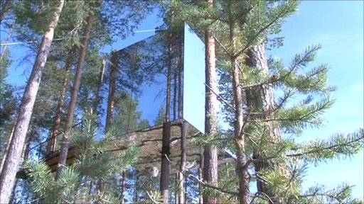 The Mirrorcube tree hotel room