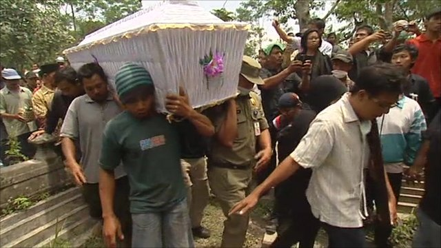 Indonesia's Mount Merapi erupts again as victims buried