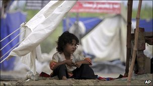 A flood-displaced girl looks out her makeshift tent in Azakhel near Nowshera, Pakistan (15 august 2010)