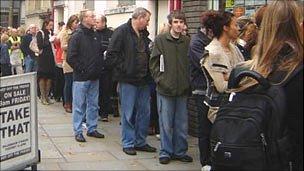 http://news.bbcimg.co.uk/media/images/49705000/jpg/_49705252_that304.jpg