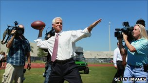 Charlie Crist throwing a football