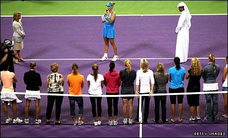 Elena Dementieva announces her retirement in front of her fellow players