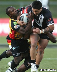 David Loko tackles Issac Luke
