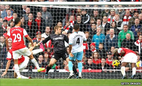 Alex Song heads Arsenal's winner against West Ham