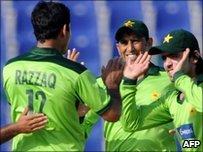 Pakistan celebrate a wicket