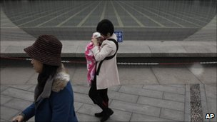 Woman with child in Beijing