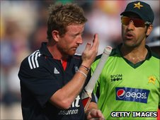 Paul Collingwood (left) retires ill after suffering a migraine against Pakistan