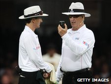 Umpires Billy Bowden and Tony Hill confer
