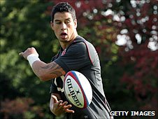 Shontayne Hape off-loads in England training on Wednesday