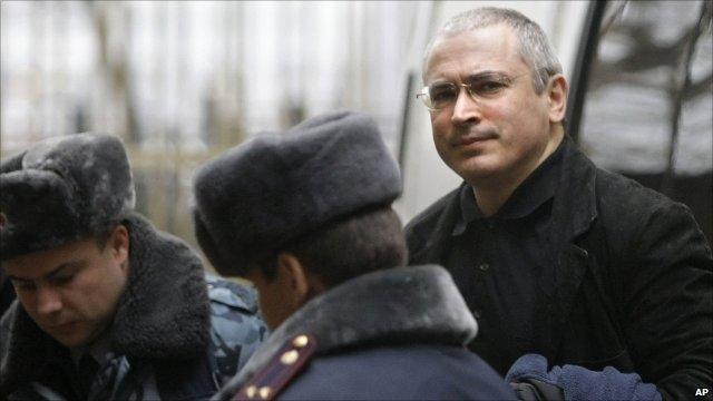 Mikhail Khodorkovsky arriving at court